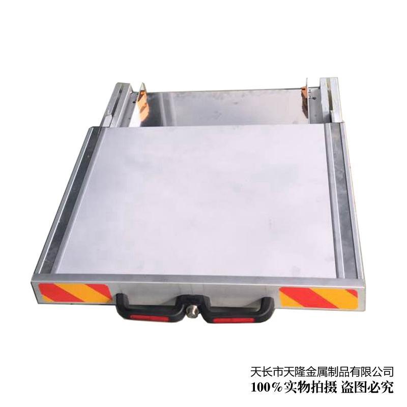 Flat pull tray